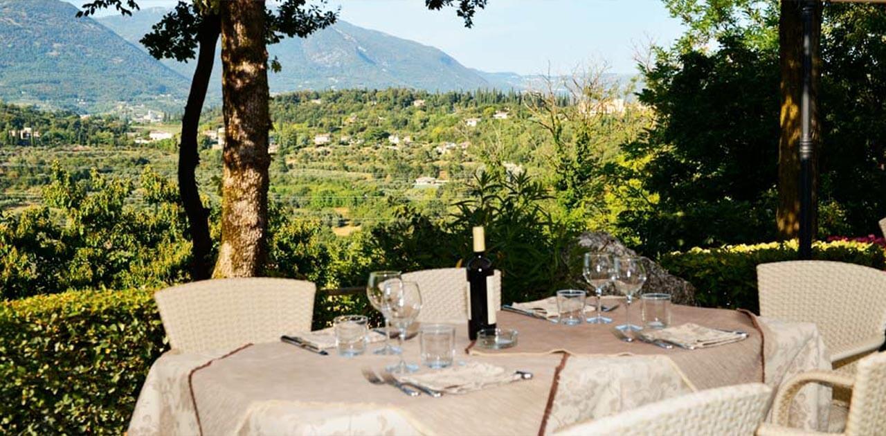 Giardino Zen Lago Di Garda : Ristorante con giardino sul lago di garda bellissima area